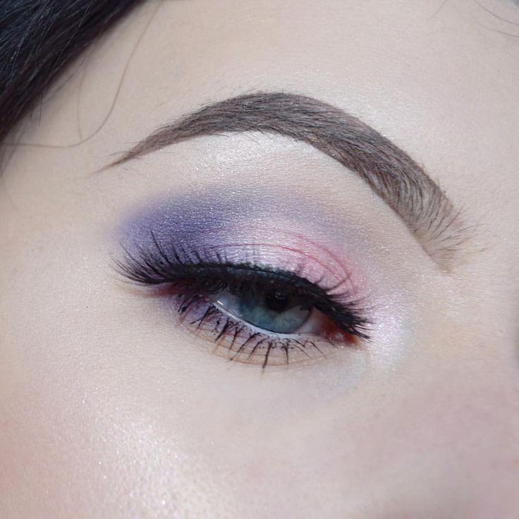 "Olivia 💎 Manson (@meraki.makeup.art) on Instagram: ""My flash turned on and now I am blind • • • • • #bblog #bblogger #beautyblog #beautyblogger…"" eye makeup lashes brows"