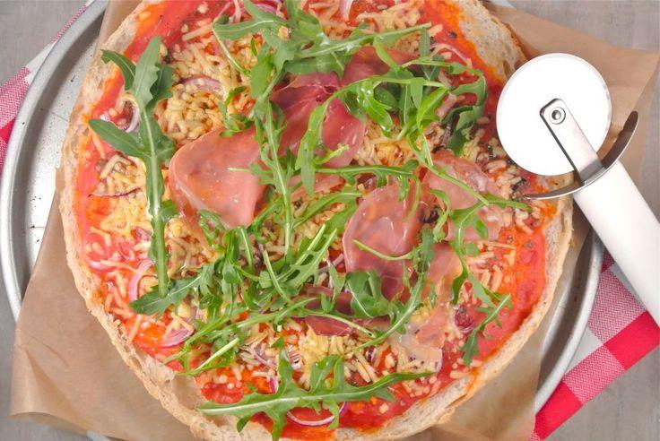 Turkse Pizza. Lekker en snel  http://www.lekkerensimpel.com/2013/03/30/lekker-snel-turkse-pizza-2/
