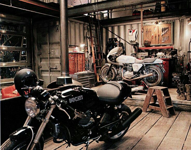 motorcycle garage motorcycle garage pinterest garage motorcycles and motorcycle garage. Black Bedroom Furniture Sets. Home Design Ideas