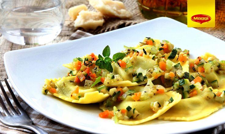 Ravioli with cheese and basil // Italienii o fac mai bine!  Adevarat sau fals daca ne referim la aceasta portie de ravioli cu sos de tomate si busuioc? -> https://www.facebook.com/photo.php?fbid=601297029943724&set=a.287902021283228.66885.287189181354512&type=1&stream_ref=10