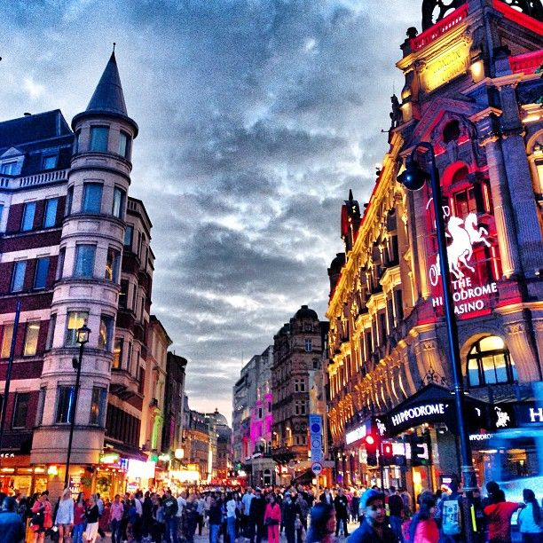 Leicester Square is one of the most popular places in London. With lots of restaurants, bars, theaters and a small park, the area is very lively and you can enjoy the atmosphere of a vibrant #London Connect with locals on www.roominthemoon.com