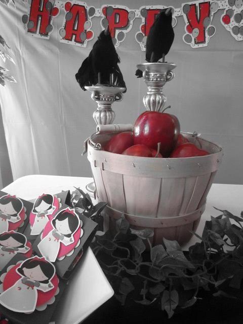 Decor at a Snow White Party #snowwhite #partydecor