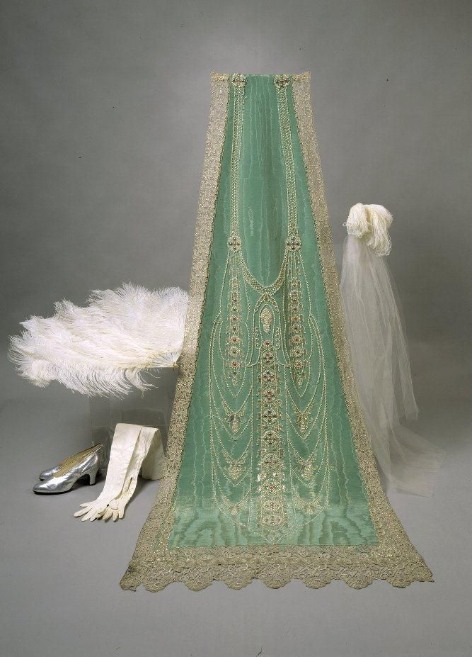 Court Dress Accessories: 1926, sequined and embroidered silk. Envoy, Mrs. Emily (Emilia Edla) Saastamoinen (née Carssen 1884-1965) purchased an ensemble for the reception of the Prince of Wales in 1926.