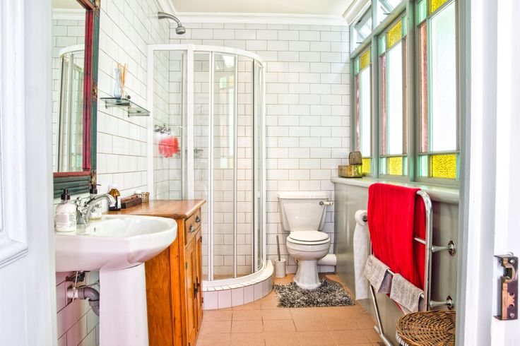 This en-suite bathroom complements the lifestyle from yesteryear and proves that classic meets contemporary is a winning formula.