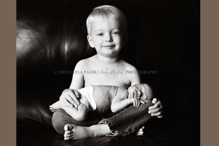 Love this pose for a new baby with older sibling.