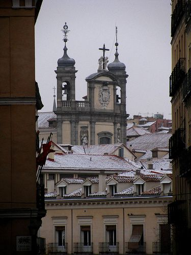 Iglesia de San MIguel en la calle sacramento. Barrio Austrias , Madrid  Spain