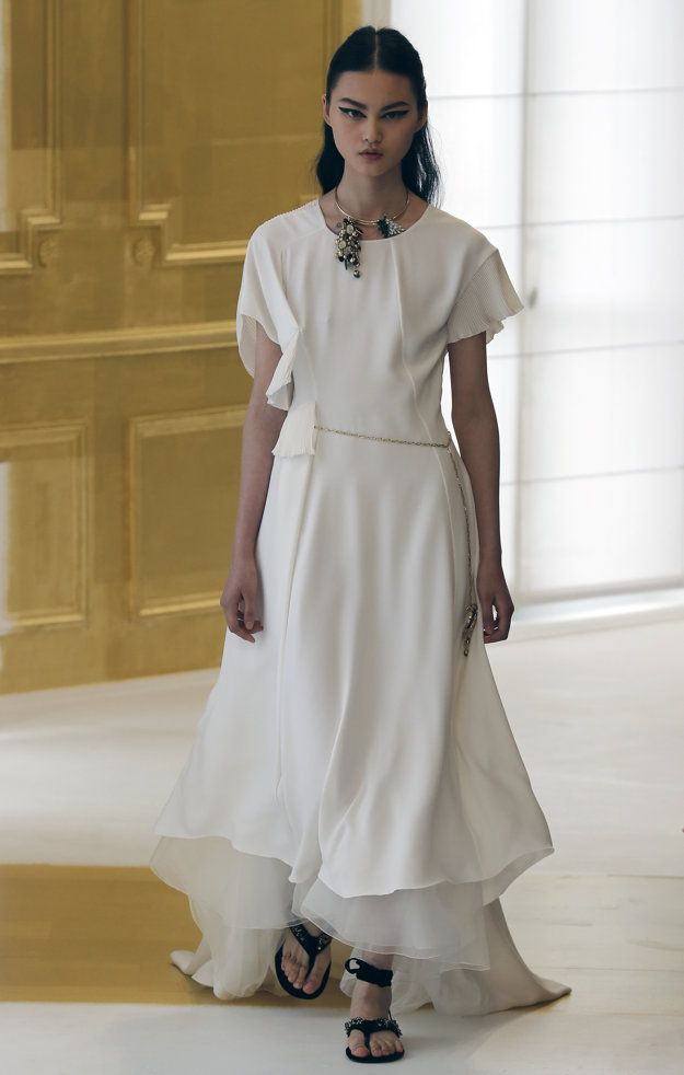 Parížsky týždeň módy predstavil najnovšie kolekcie módy haute-couture.