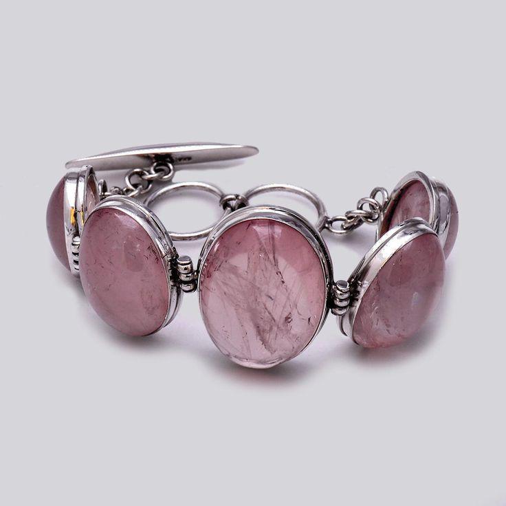 Brăţară din argint lucrată în totalitate manual în combinaţie cu cuarţ roz caboşon.