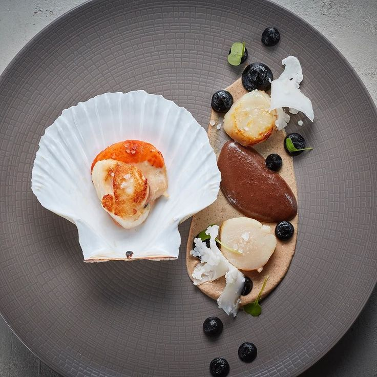 Lovely looking scallop dish from M Restaurants Chef Mike Reid @mikereidchef  Restaurant @mrestaurants  #foodphotography #foodphotographer #foodphotography #London #gourmetartistry #gastroart #chefsofinstagram #food #foodie #foodart #instadaily #theartofplating #instafood #instachef #chefslife #instagramhub #igers #truecooks #chefstalk #chefsroll #foodstarz #thestaffcanteen #grateplates #simplisticfood #professionalchefs