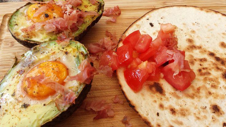Baked Avocado with Egg.   Recipe on http://eatcooklove.nl/gebakken-avocado-met-ei/