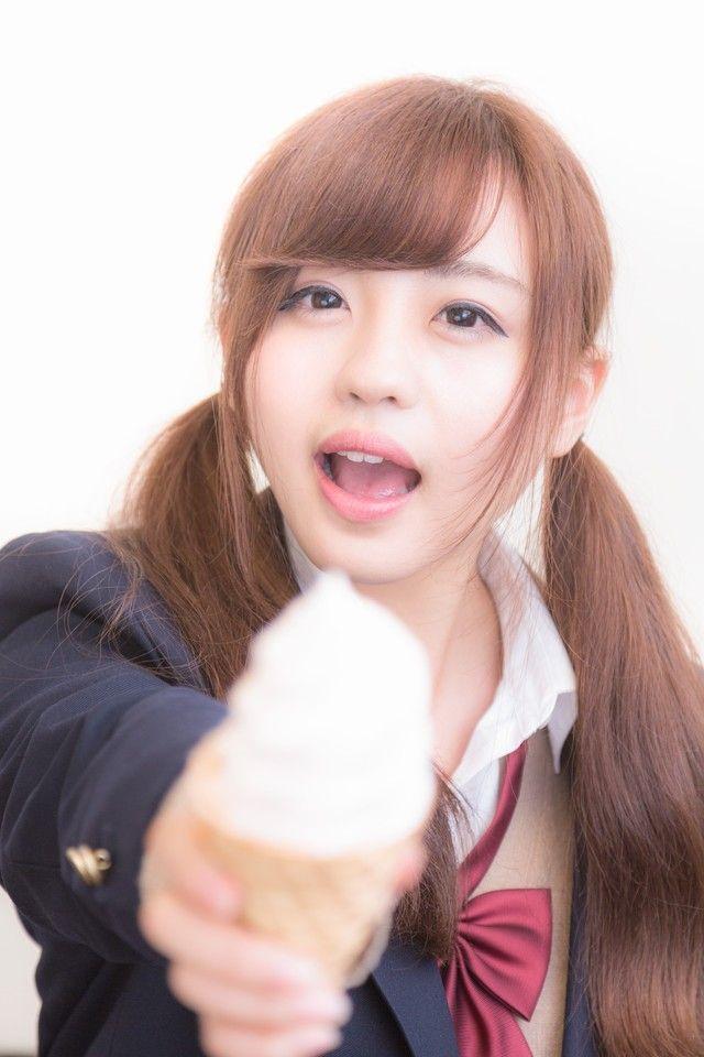 ソフトクリームをアーンしてくれる女子高生 のフリー写真素材 Two Ponytails Hairstyle Pigtails