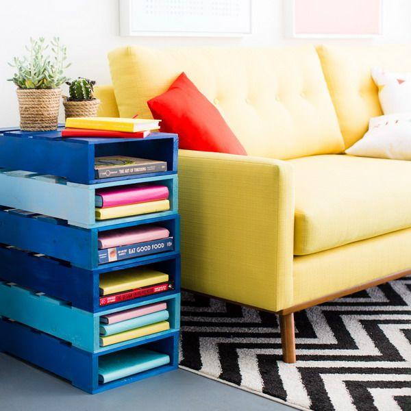 Mueble para guardar libros hecho con palets