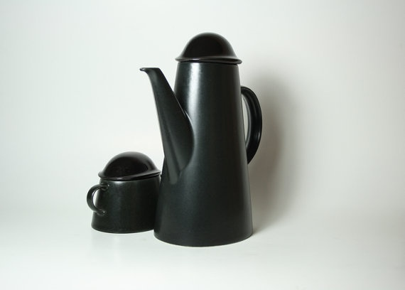 Bowler Hat Coffee Pot and Sugar Bowl by Goebel: Made of porcelain. $38 #Goebel #Coffee_Pot #Sugar_Bowl