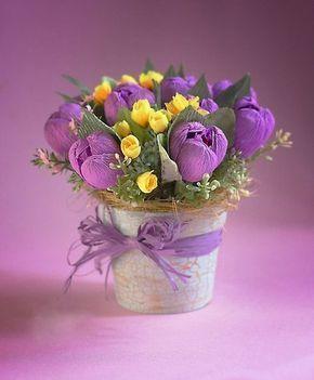 Tulpen einfach basteln - Anleitung. Schöne Blumen machen immer jeder Zuhause viel schöner und gemütlicher. Probieren Sie solcher schöne Blumen zu machen.