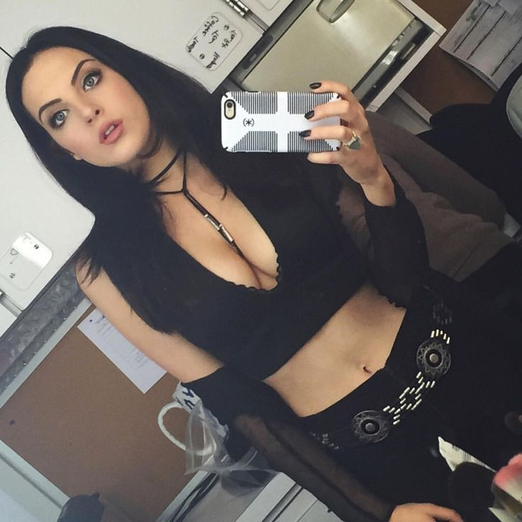 "Elizabeth Gillies on Instagram: ""Major Coyote Ugly vibes today. #Gigi #SDRR"""