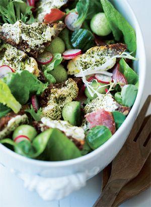 Salat med kalvebacon og croutoner af rygeost - GRØNT - Opskrifter - Mad og Bolig