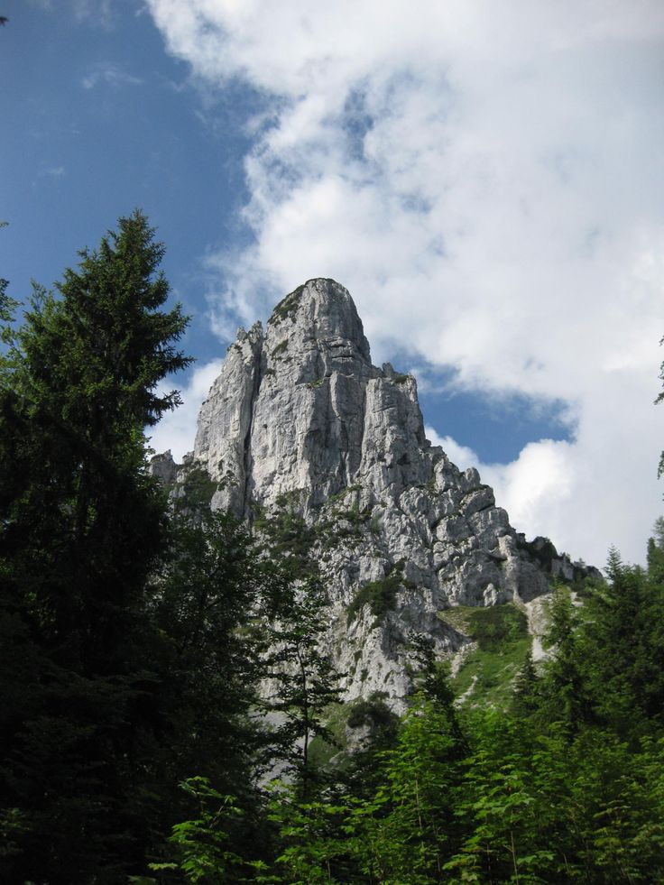 Wanderung zur Hörndlwand in den Chiemgauer Alpen. So kommst Du hin: http://www.outdooractive.com/de/wanderung/chiemgau/grosse-hoerndlwandrunde/103245783/ #Fels #Lödensee #Chiemgau #Wandern #Alpen #Bergtour
