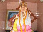 インド・アーユルヴェーダ    アーユルヴェーダは、5000年の歴史をもつインドの叡智です。 「真の健康は、身体・心・魂の三つを総合的にバランスをとるところから生まれる」という立場から、薬草(ハーブ)をもちいるヒーリング療法や、菜食主義による食事療法、ヨガや瞑想などのスピリチュアル療法を用いながら、健康な生命のありかたを気づかせようとしています。