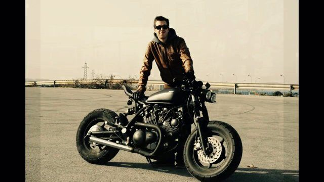 Official website: http://berguney.tumblr.com Soundtrack: Ac/dc - Back in black yamaha xv750 caferacer made in turkey