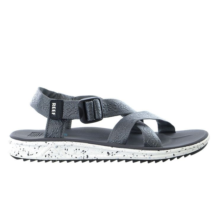 Don't head up the creek without any paddling. The Reef Rover XT sandals borrow a page from Reef's rich history with the ultimate multi-strap sport sandal. Both the straps and the upper are a coated te