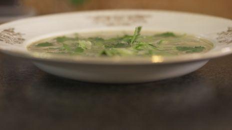 Eén - Dagelijkse kost - courgettesoep met groene curry en kokos   Eén
