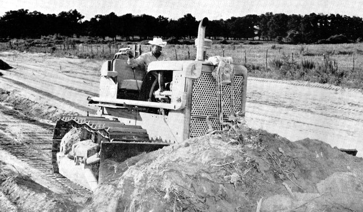 Quite a modern tractor when it made its debut in 1958, this TD-20 200 series is seen making trails on a Texas ranch. It is equipped with a Superior double drum cable control and a Bucyrus-Erie angle blade. The tapered hood gave a good sight line to the blade corners.