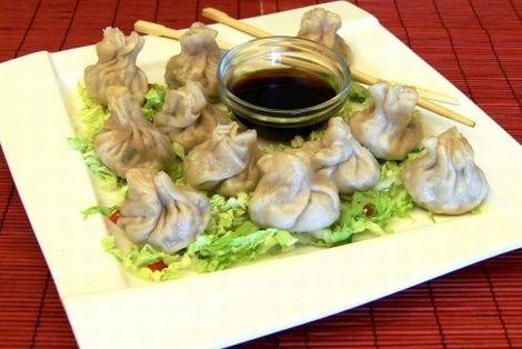 Bardzo smaczne chińskie pierożki z farszem warzywno mięsnym. Przepisy na pierożki po chińsku. Zaskocz swoich bliskich orientalnym daniem