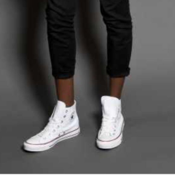 White All star Converse sneakers All star white basketball shoes that's always in fashion.. These shoes are size 4 boys 5 woman's.. They are white high top one star must haves.. Worn like 5 times.. Converse Shoes Sneakers