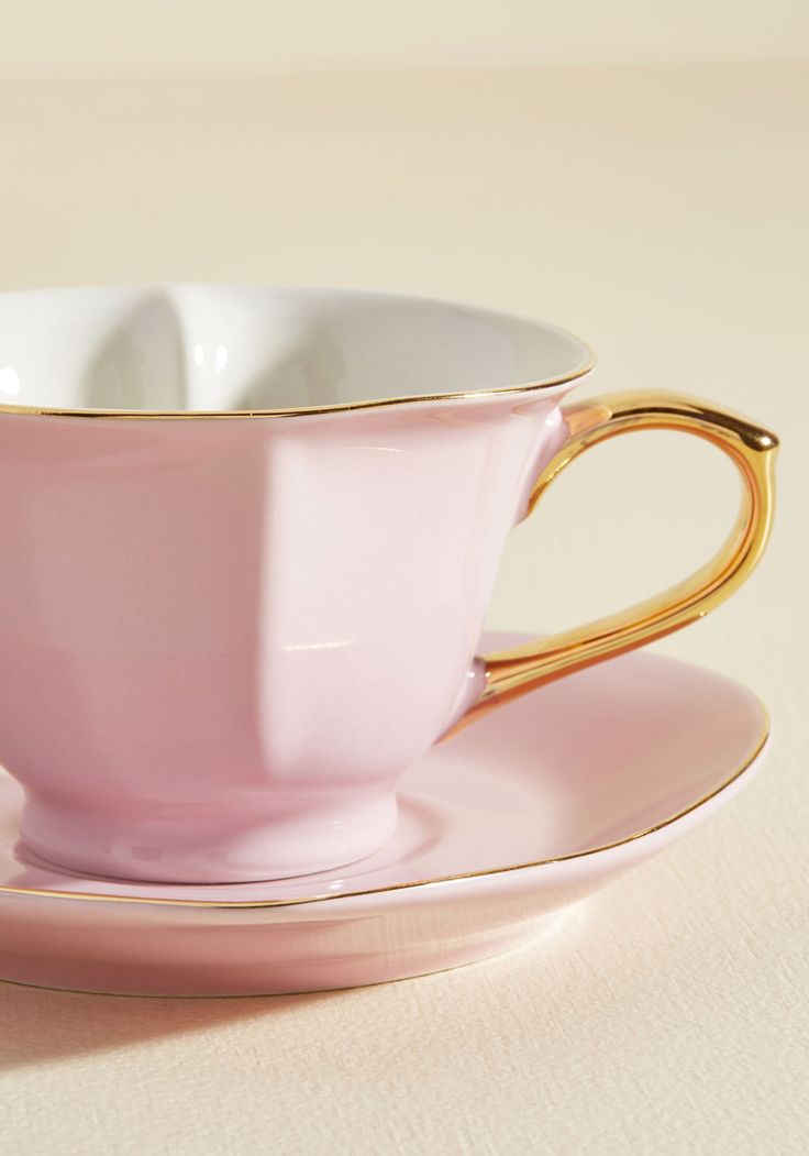 Thank your friends for being so lovely by gathering them around this adorable teacup set for a gourmet fete! Garnished with golden trim and matching handles, this boxed set features six heart-shaped mugs and matching saucers in a superbly posh pink hue.