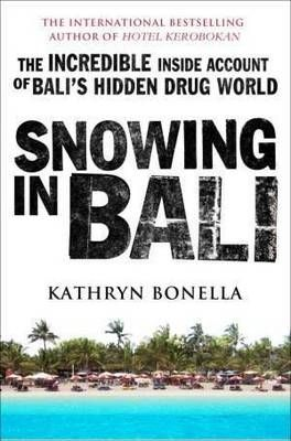 'Snowing in Bali' is the story of the drug trafficking and dealing scene that's made Bali one of the world's most important destinations in the global distribution of narcotics. With its central location to the Asia Pacific market, its thriving tourist industry to act as cover for importation, and a culture of corruption, Bali has long been a paradise for traffickers as well as for holiday-makers