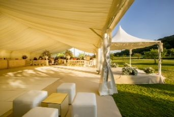 Spill out of your marquee and enjoy the garden at your wedding