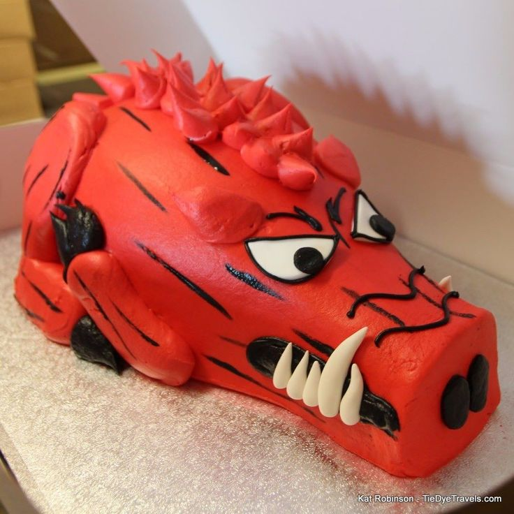 PattiCakes Bakery in Conway does custom cakes in addition to pies cannoli macarons and all the other cool stuff. Have you ever seen a Hog Cake quite like this before?  #ArkansasRazorbacks #HogFan #PattiCakesBakery #razorback #coolcake #cake #arkansasfood