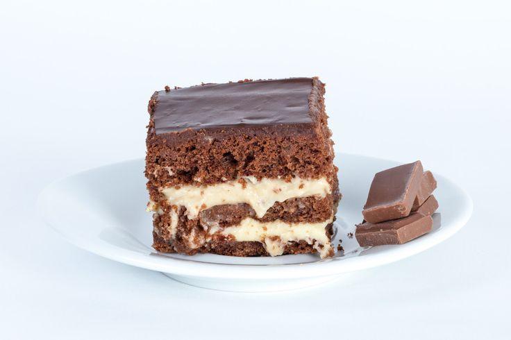 BIANCA Ciocolata este precum gravitaţia. Ambele exercită o forţă irezistibilă de atracţie care creşte odată cu masa. Iar prajitura Bianca are ciocolată din plin: 3 foi fragede de cacao cu ciocolată, crema de ciocolată cu lapte şi glazură de ciocolată pe deasupra. Şi mai are şi un pic de ness, pentru că şi gravitaţia are părţile ei exotice.