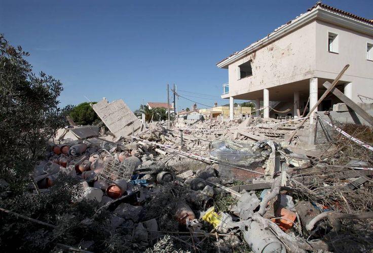 Escombros de la vivienda en Alcanar tras la explosión al manipular la madre de Satán