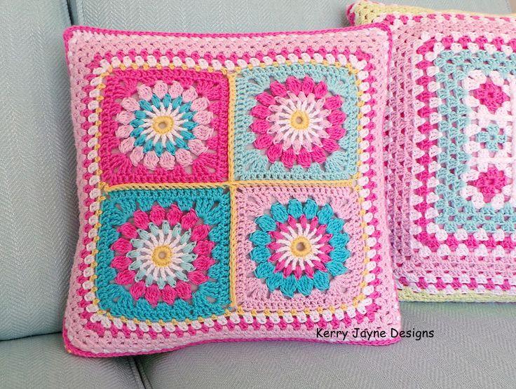 CROCHET PILLOW PATTERN Reversible pillow pattern Crochet cushion pattern Starry sun pattern Granny square pattern Granny square pattern Pdf de KerryJayneDesigns en Etsy https://www.etsy.com/es/listing/263845879/crochet-pillow-pattern-reversible-pillow