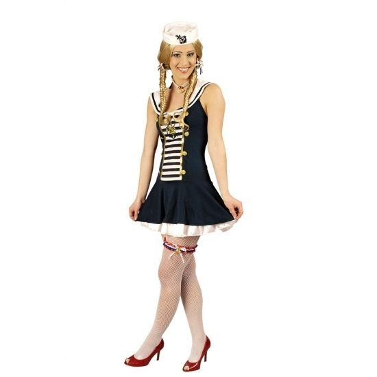 Matroos kostuum voor dames, bestaande uit een navy met wit jurkje, een matrozenhoedje en manchetten. Het jurkje heeft goudkleurige plastic knopen aan de voorzijde. Materiaal: 100% polyester.