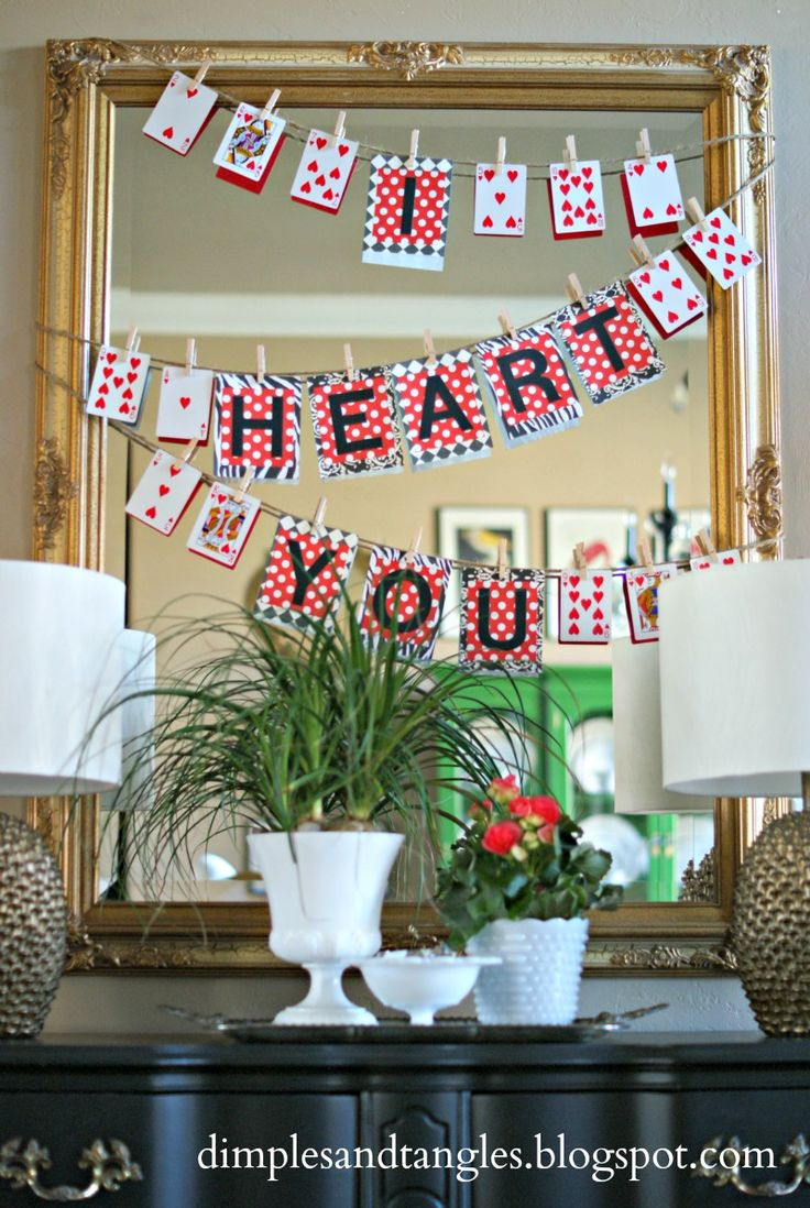 Dimples and Tangles: VALENTINE'S DECOR, easy playing card heart banner
