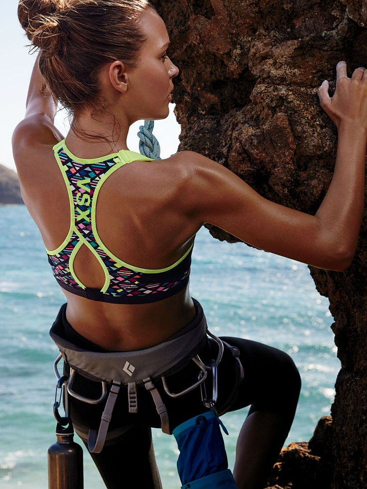 Our goal? 0 distractions. Maximum support and allover padding keep your focus where it counts.   Incredible by Victoria's Secret Sport Bra