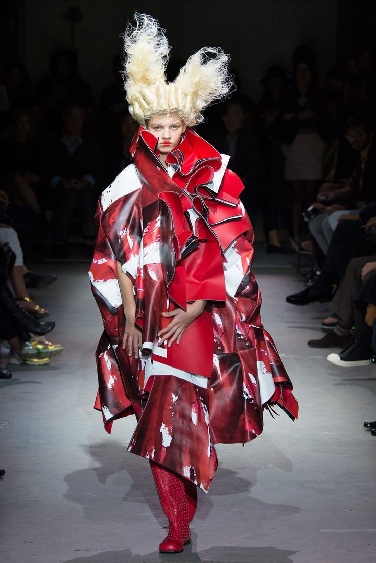 Comme des Garçons Spring 2015 Ready-to-Wear Fashion Show