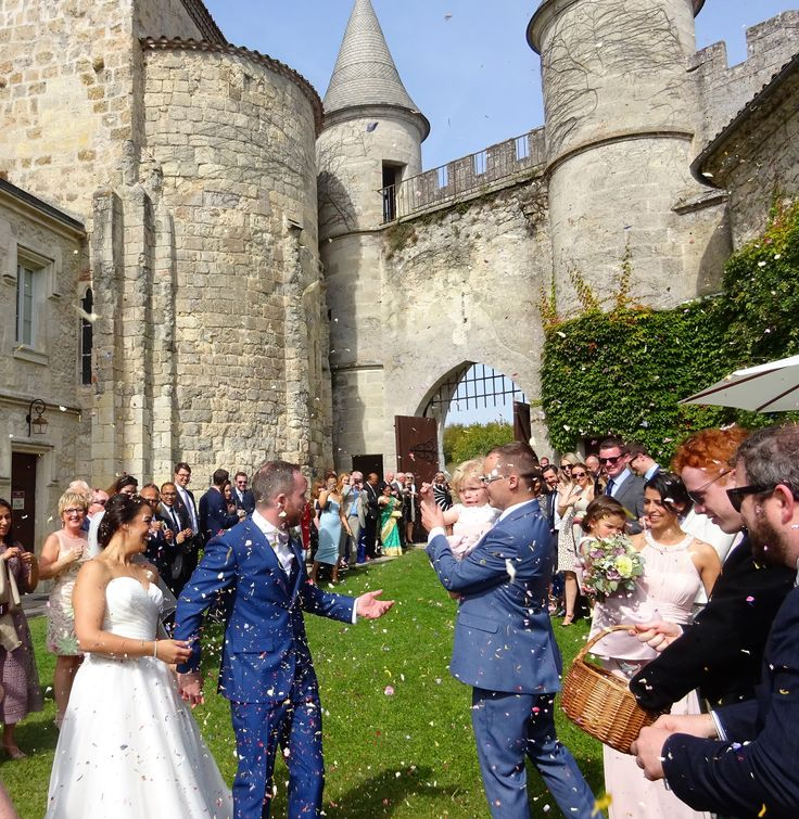 Magical confetti moment! Chateau de Lisse, SW France with www.acelebrantinfrance.com