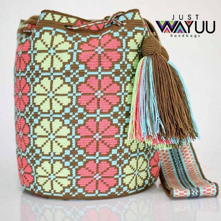 77 отметок «Нравится», 1 комментариев — Just Wayuu (@just.wayuu) в Instagram: «Handcrafted handbags made by indigenous wayuu in the north of Colombia. Worldwide shipping – envíos…»