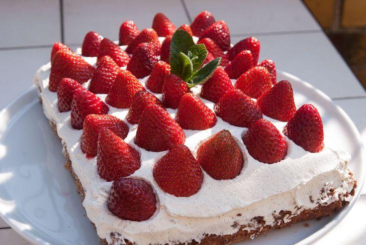 Da det for et par uger siden var min fødselsdag, skulle der naturligvis kage på bordet. Men ærligt så gad jeg ikke en lagkage, fordi foråret fristede alt f
