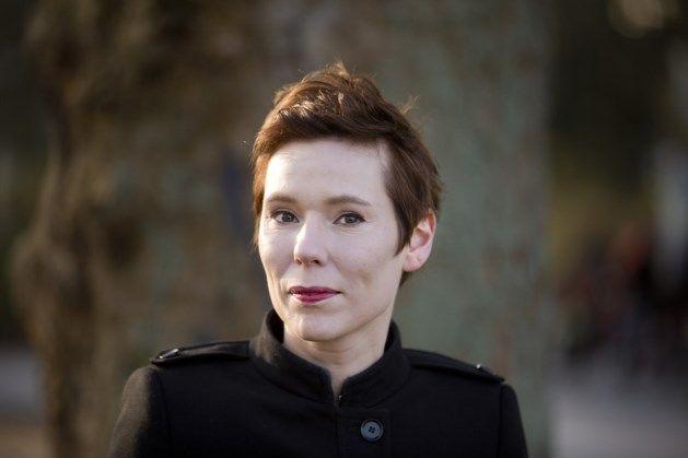 Annelies Verbeke wint de Opzijprijs. De Opzijprijs is een prijs die wordt uitgereikt aan de beste Nederlandstalige schrijfster. Dat werd bekend gemaakt op het evenement de Boekenparade te Amsterdam. Haar boek 'Dertig dagen' verslaat onder meer 'Jij zegt het' van Connie Palmen.