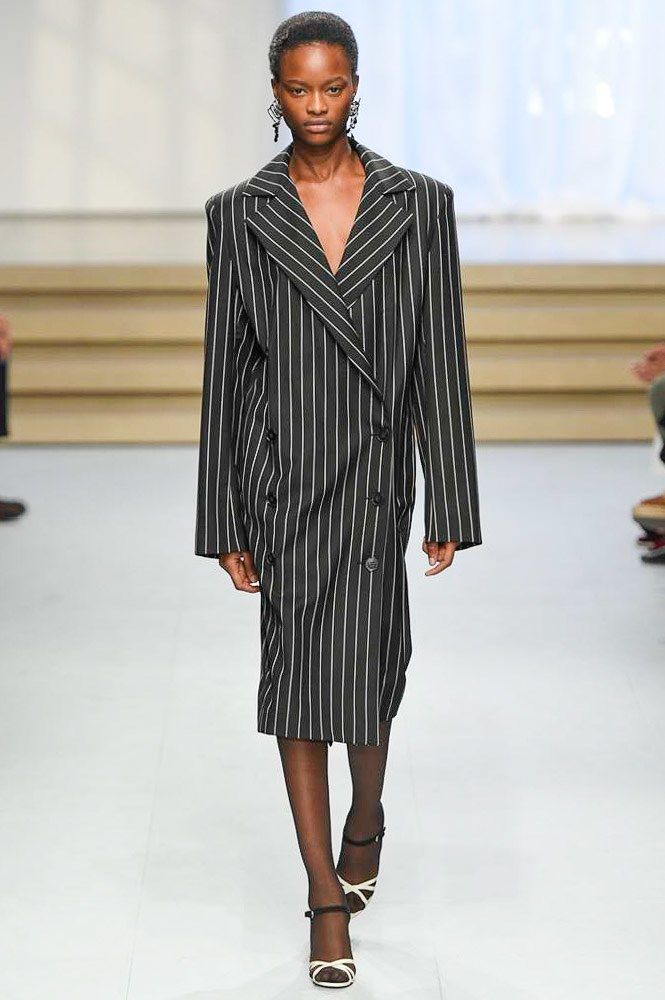 Jil Sander Spring 2017 Ready-to-Wear Fashion Show - Mayowa Nicholas