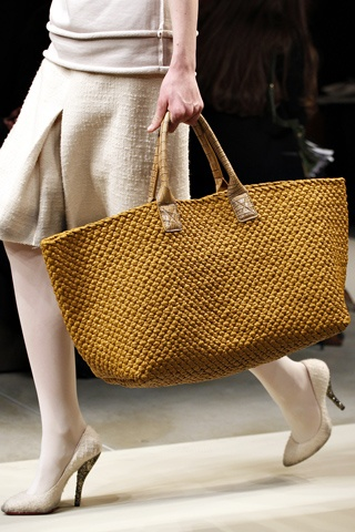 Love the texture, color, size of this Tote from Bottega Veneta Fall 2011 RTW. via style.com