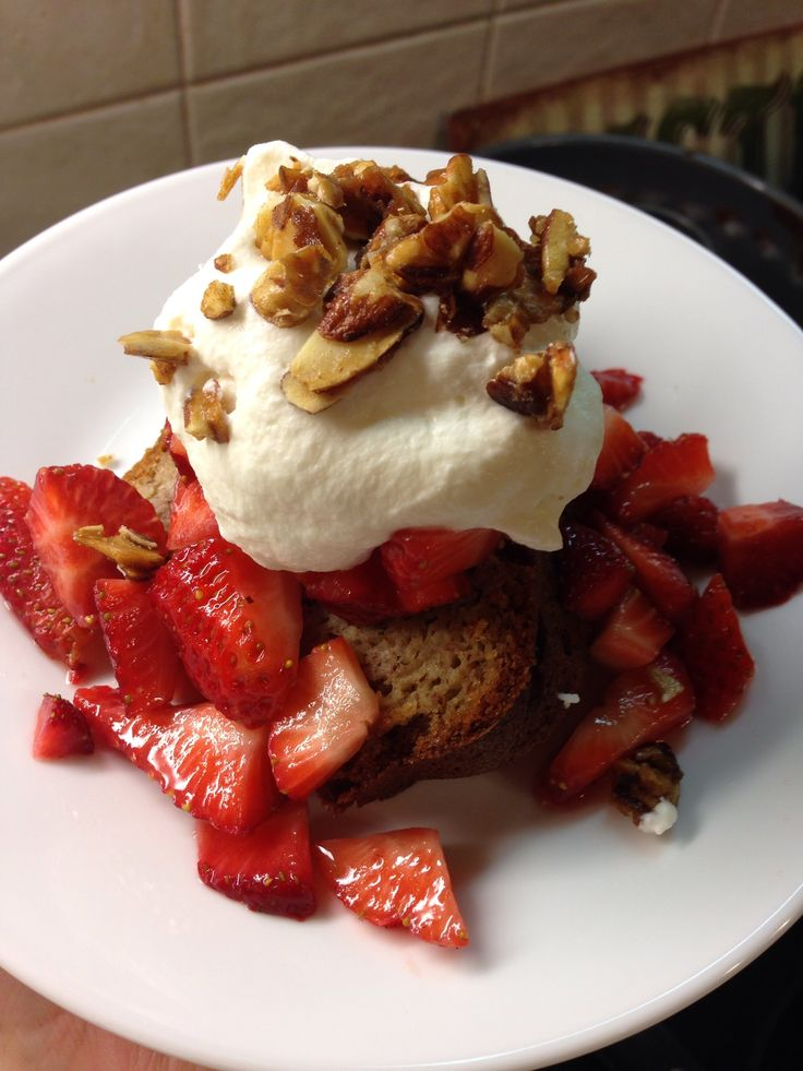 Strawberry Almond Shortcake- S dessert if you are following the Trim Healthy Mama plan. Sugar free!