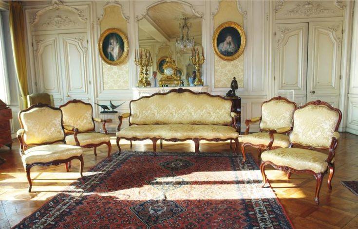 Fauteuil Cabriolet Parfait Salon : Mobilier de salon en noyer moulur� et richement sculpt�
