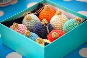These could replace all the broken glass ornaments. :) Free pattern