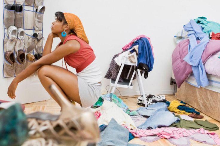 Как легко расстаться с домашним хламом?   7 советов.   Безболезненно расстаться с ненужными вещами, загромождающими жизненное пространство, не всегда легко. Но полезно. Особенно если семья большая, и вещей накопилось много. Как же это сделать?   1. Представьте, что вы переезжаете!   Что вы возьмете с собой? Нет, не нужно бросаться запаковывать весь домашний скарб в коробки. Просто выберите те вещи, которые вы действительно любите, и отложите их в сторону (их вы якобы возьмете с собой), а…
