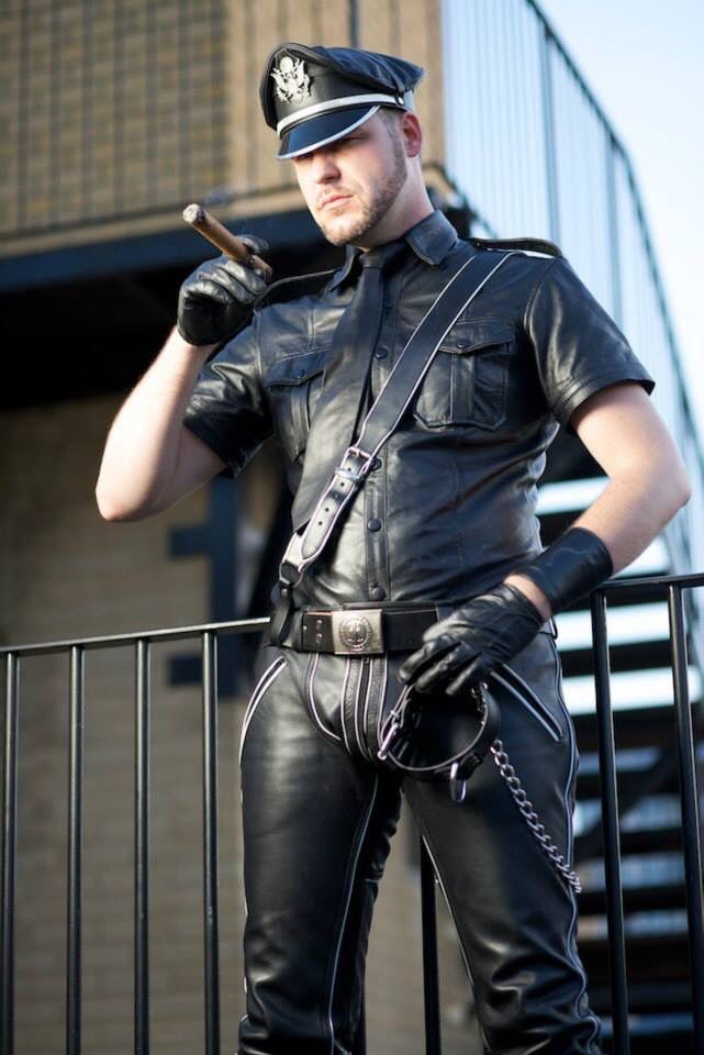 Gay Bondage Master Into Leather 61